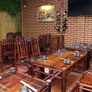 Bộ bàn ghế tre nhà hàng 4 ghế tựa