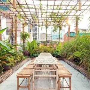Trang trí và cung cấp bàn ghế tre nhà hàng chay Yêu Thương
