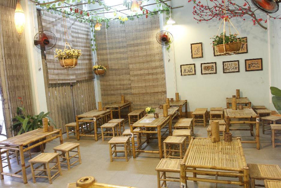 Bộ bàn ghế tre trúc trong nhà hàng ăn